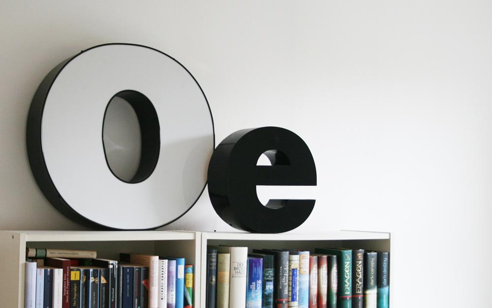 O und e als Dekobuchstaben in schwarz und weiß