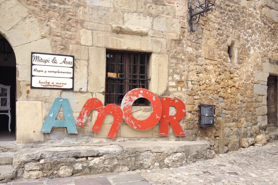 Buchstabenladen in Santillana del Mar