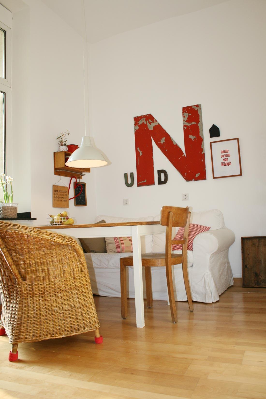 Gemütliche Wohnküche aus der Froschperspektive