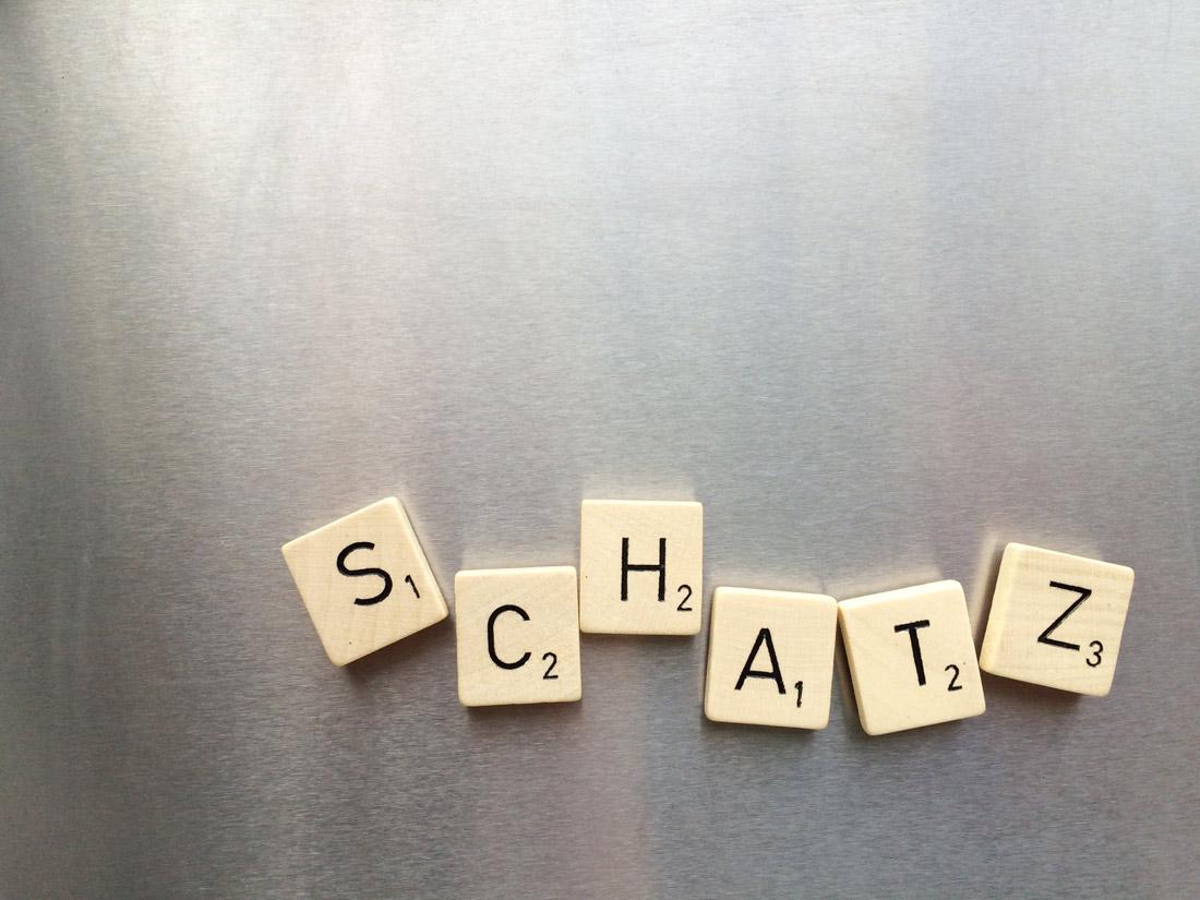 Buchstaben am Kühlschrank