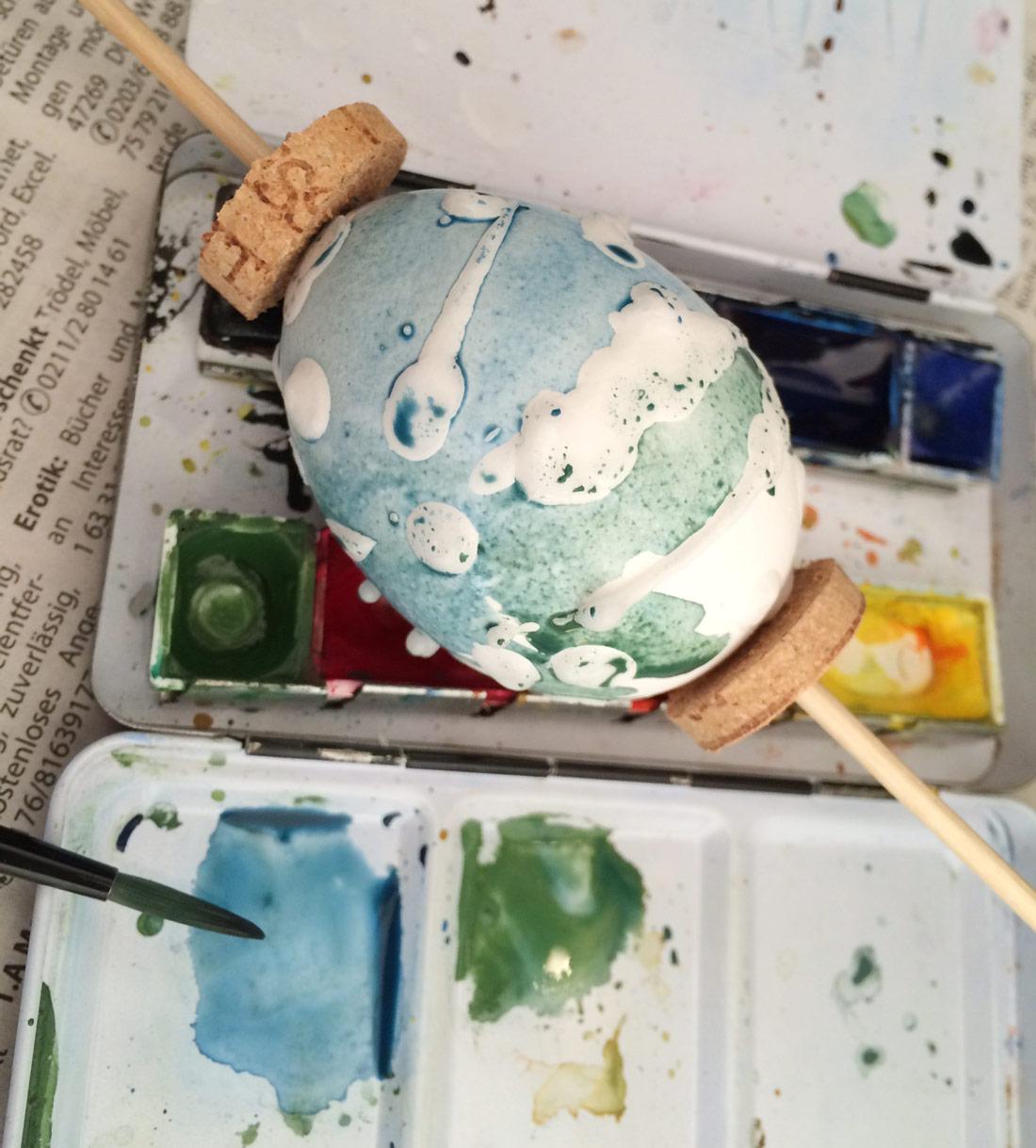 Ei bemalen mit Auqarell- oder Wasserfarben