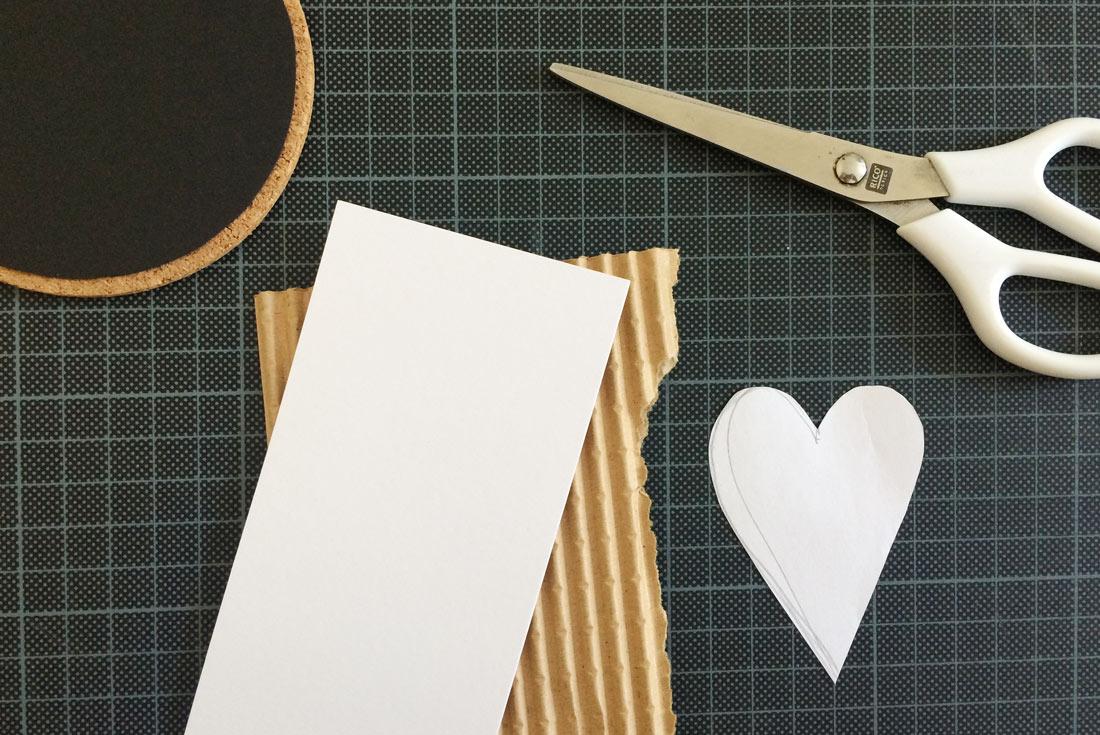 Papier und Herzschablone