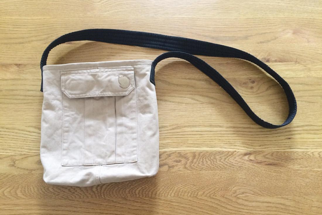 Neue Tasche aus alter Hose genäht