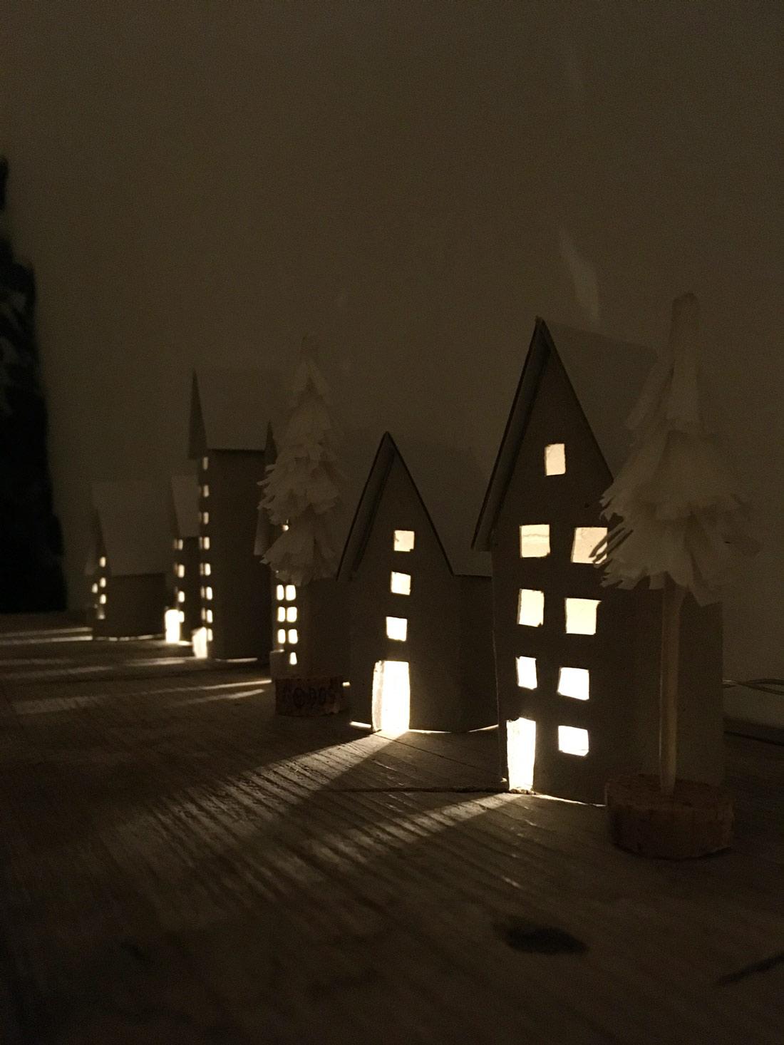 Häuserzeile dunkel