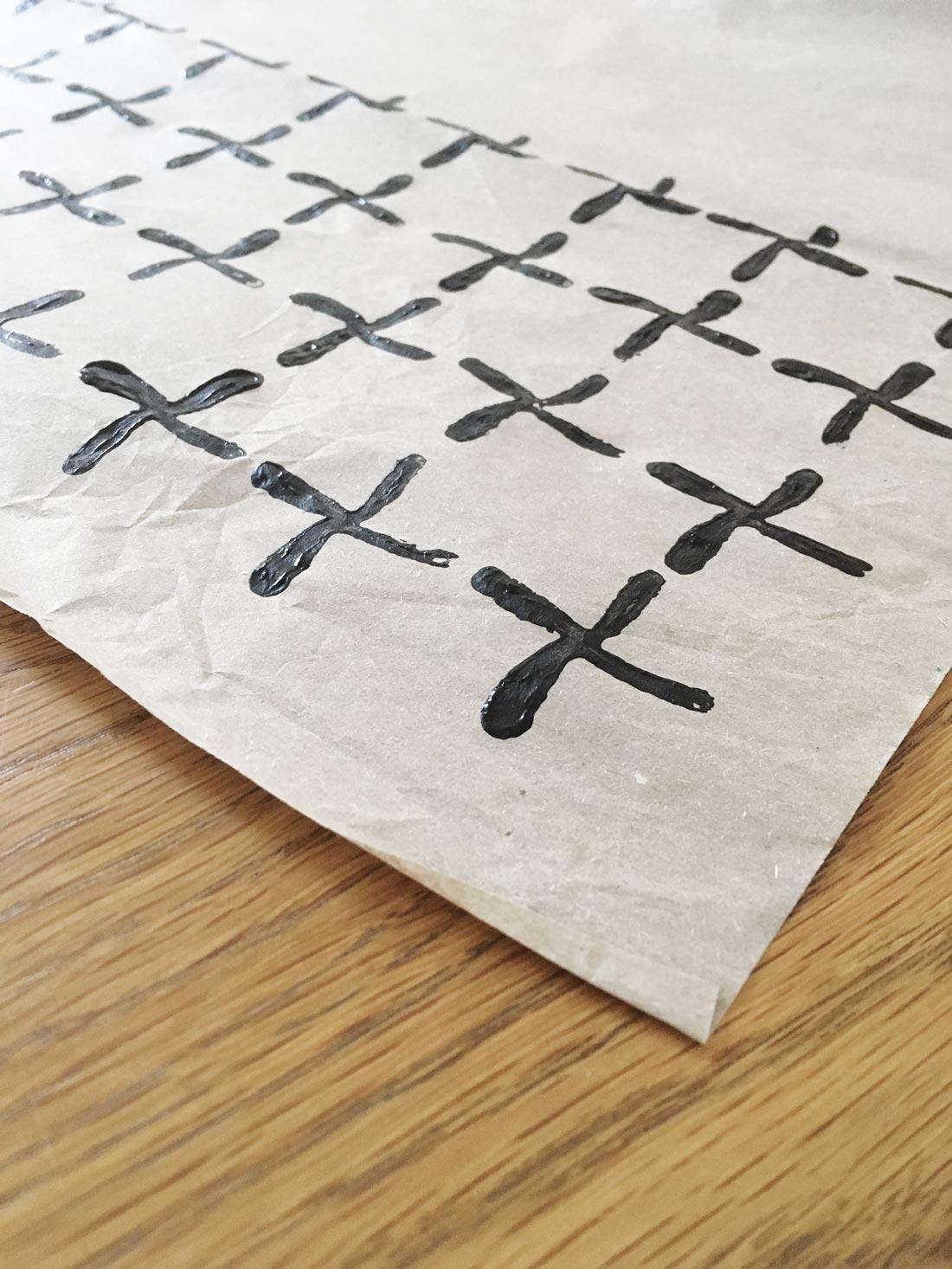 graues Seidenpapier bestempeln