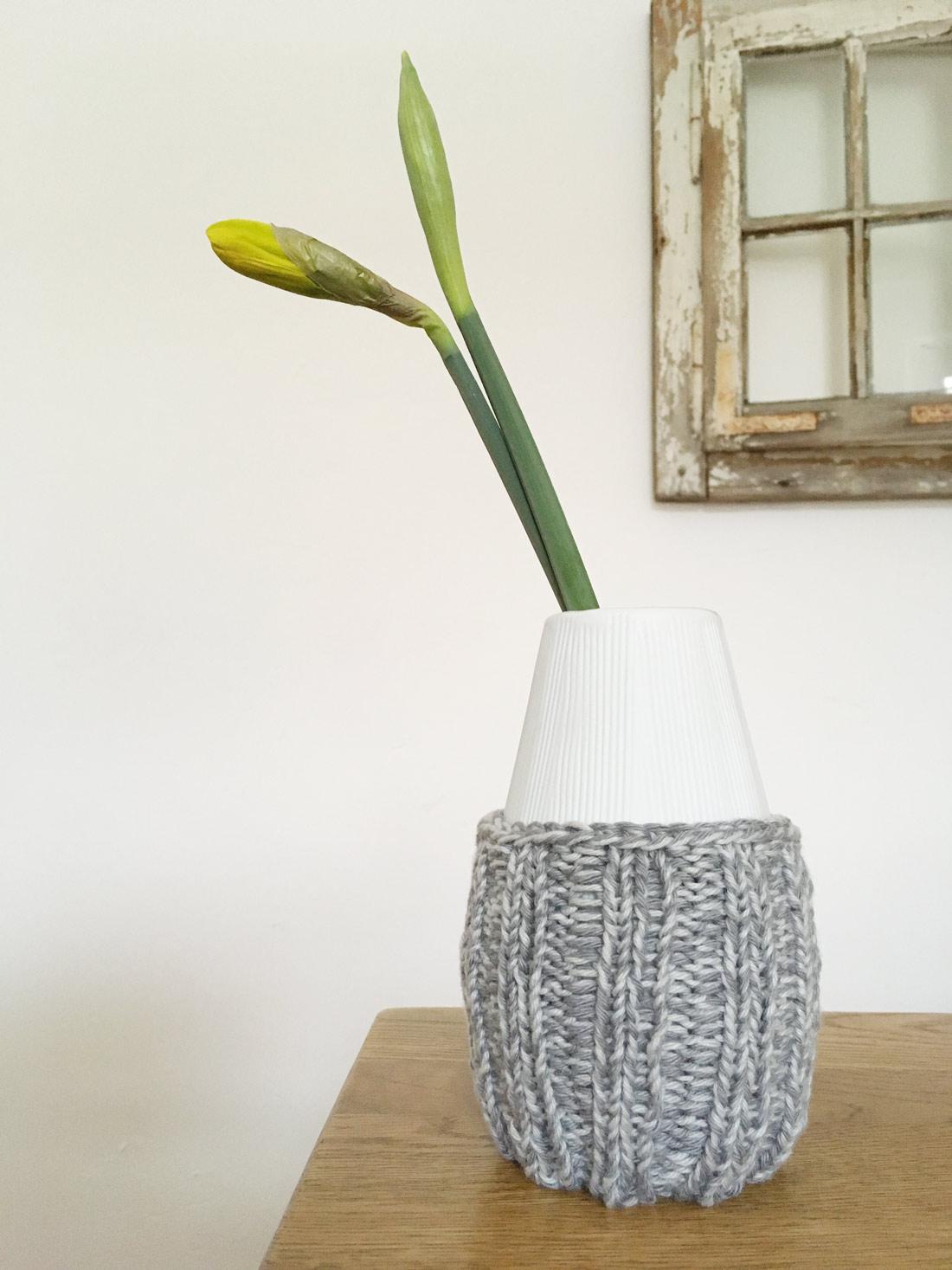 Stulpe 1 mit Vase