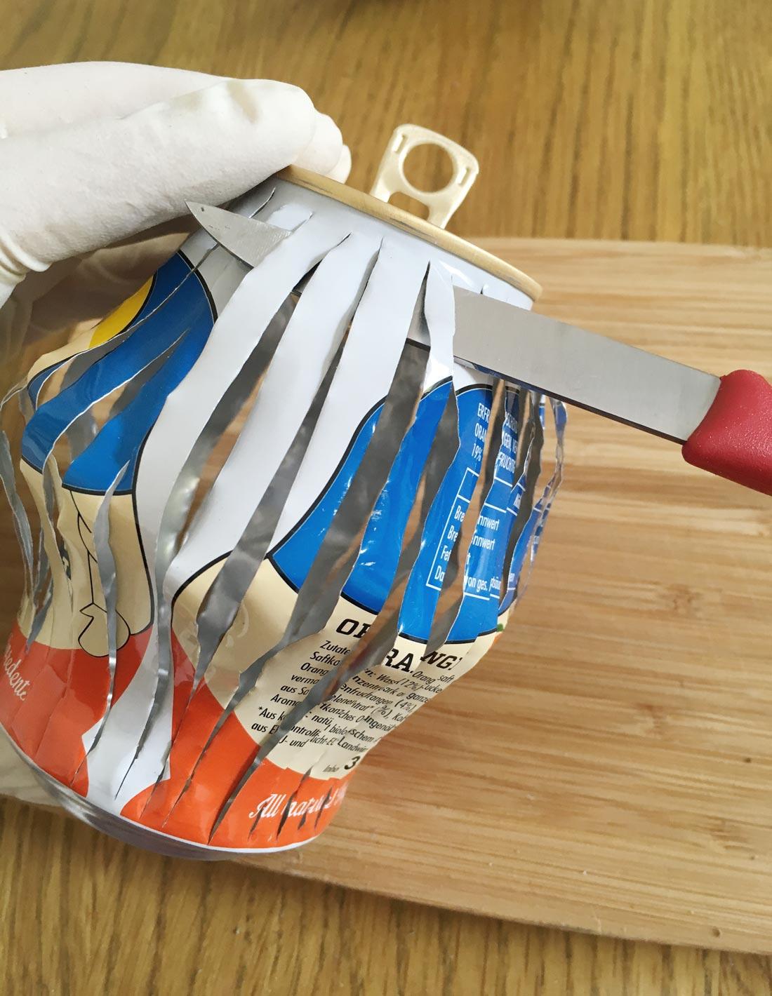 Dose 3 mit Messer in Form bringen